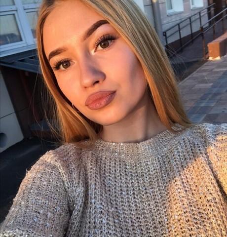 Девушки в Новосибирске: Алина, 23 - ищет парня из Новосибирска