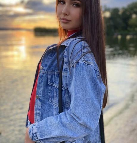 Девушки в Красноярске (Красноярский край): Karina, 22 - ищет парня из Красноярска (Красноярский край)